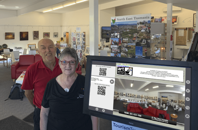 Scottsdale Art Gallery (Right: Owners Shirley and Rod Martin)